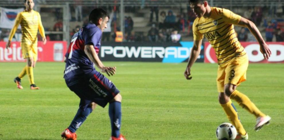 Boca Juniors comenzó con éxito la defensa del título