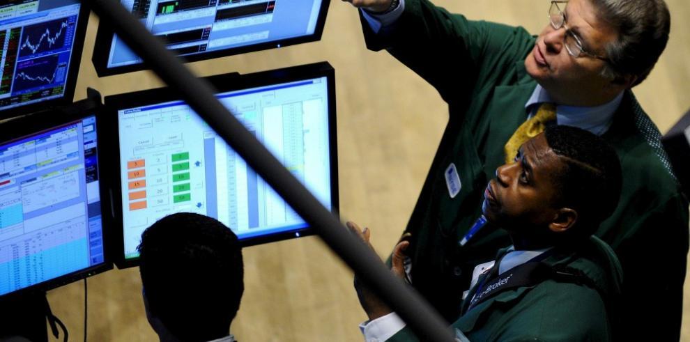 Wall Street recupera la mitad de lo perdido con el