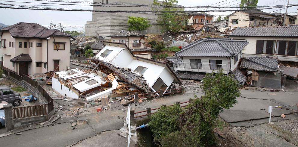 Dos potentes sismos sacudieron Japón y causaron más de 30 muertos