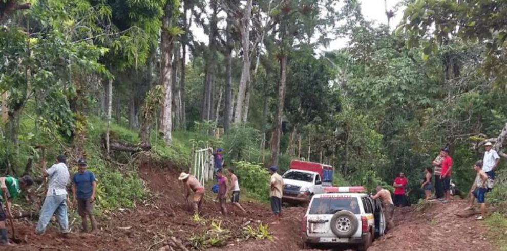 Licitan proyectos para construir caminos en Penonomé