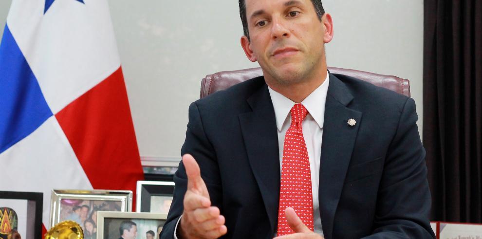 Panamá anuncia a OCDE intercambio automático de información fiscal