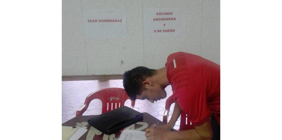 Estudiantes buscan firmas para darle nombre a esclusas