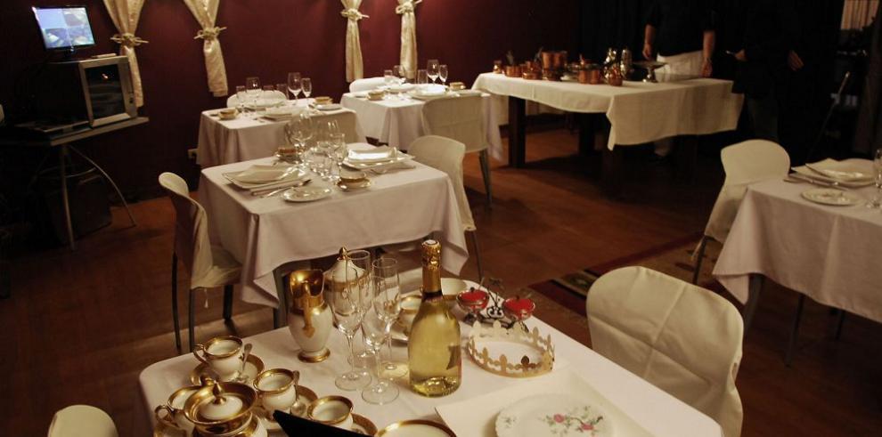 Restaurantes no podrán incluir propinas en las facturas