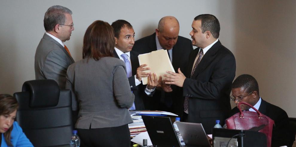 Aprueban en primer debate ley de contrataciones públicas