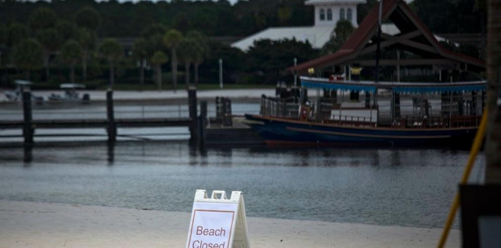Cercan lago donde un caimán arrastró a niño en Orlando