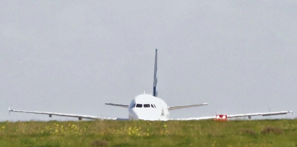 Los secuestradores del avión libio se entregan a la policía en Malta