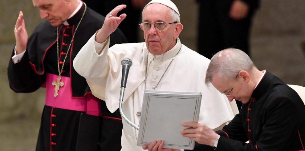 Papa denuncia 'resistencia oculta' a reformas en la Curia