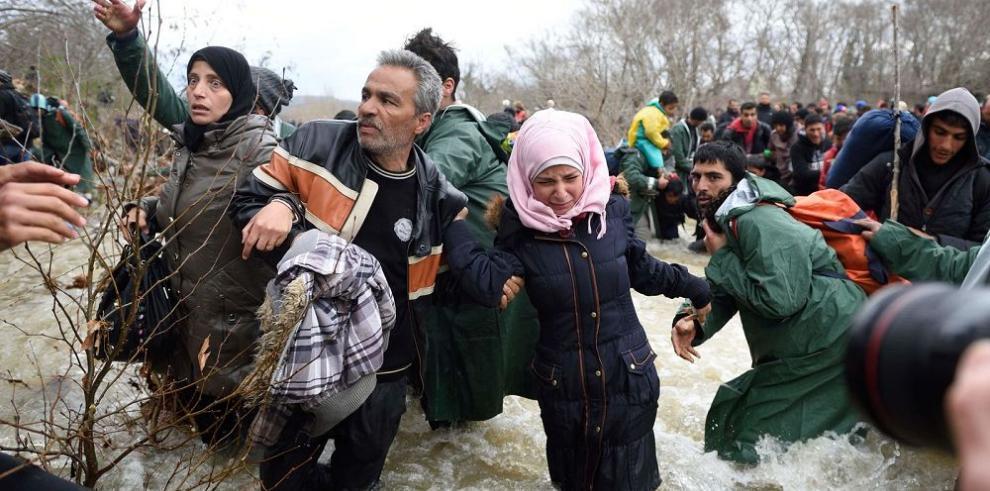 Macedonia corta la ruta a refugiados