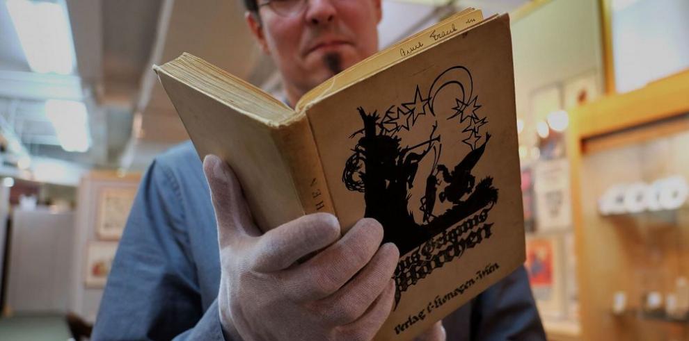 Subastarán libro de Ana Frank