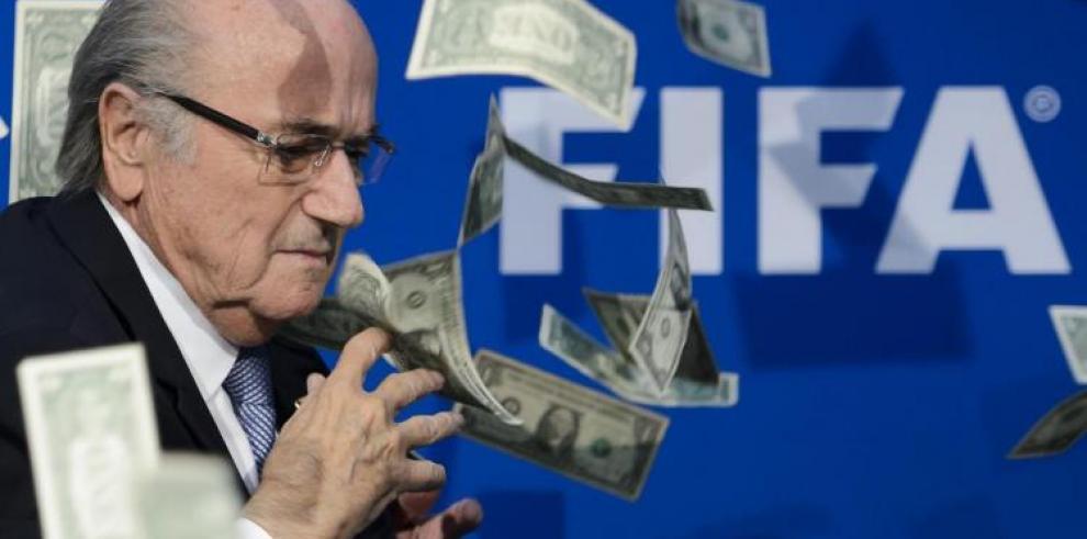 JosephBlatter ganó $3,7 millones y FIFA perdió $122 millones en 2015