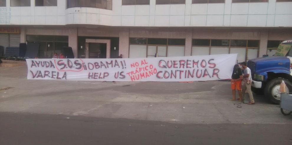 Machetean a cubano en Paso Canoas
