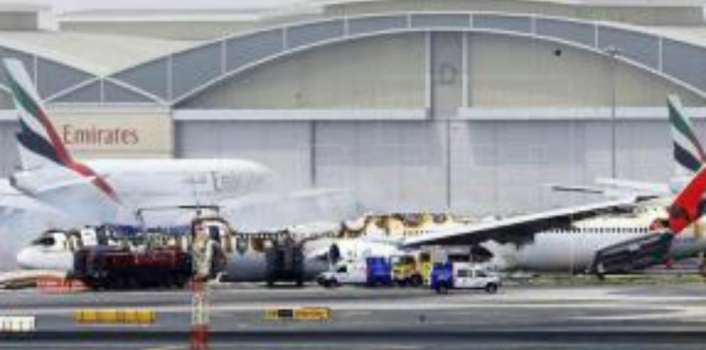 Un avión de la compañía Emirates sufre accidente al aterrizar en Dubái