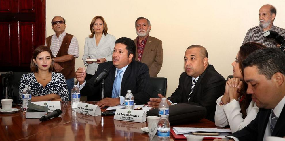Rubén De León urge a Credenciales a