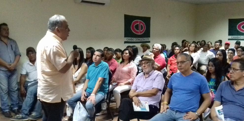 Alma Cortés y Camacho se reúnen con miembros delCD en Coclé
