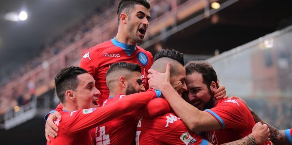 Nápoles sigue líder guiado por Higuaín