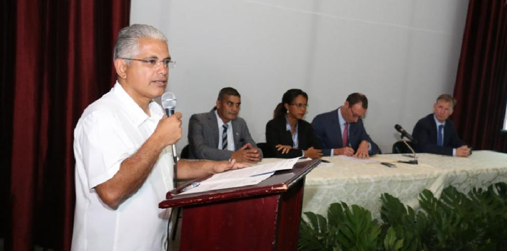 Presentan planes para disminuir las inundaciones en la capital