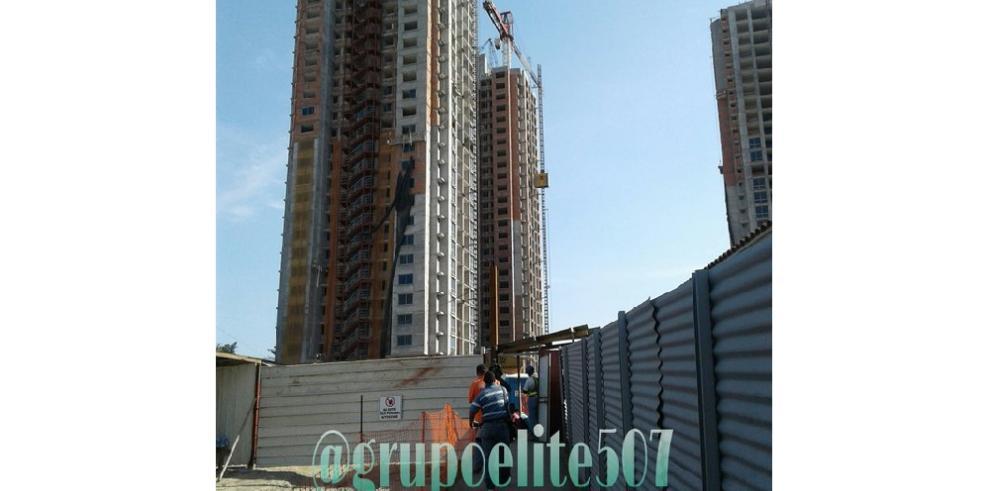 Obrero de la construcción fallece al caer en fosa de ascensor