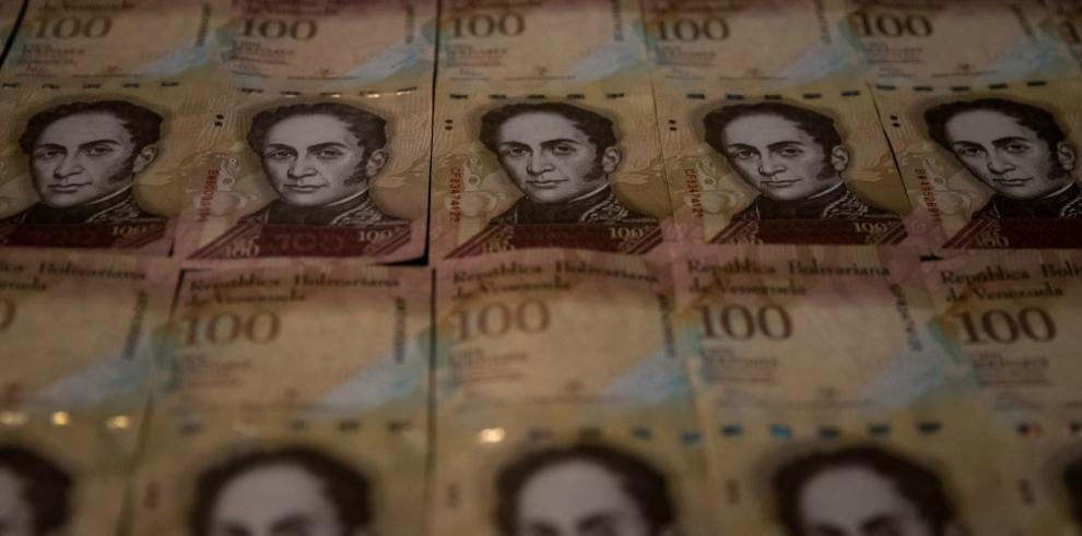 Presidente Maduro ordena recoger billetes de 100 bolívares