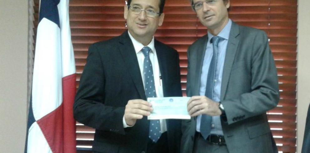 Minsa entrega donativo a representantes del Programa de Naciones Unidas