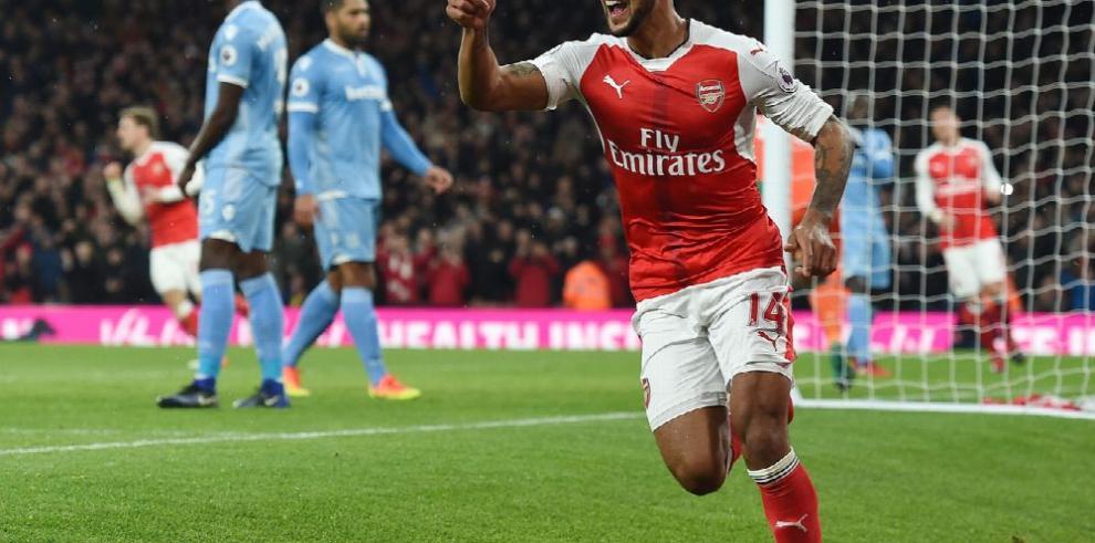 Arsenal remonta en casa y alcanza al líder Chelsea