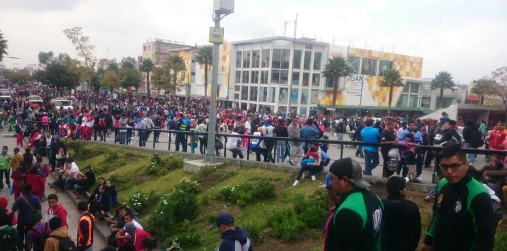 Cristianos llegan a la Basílica de Guadalupe en México