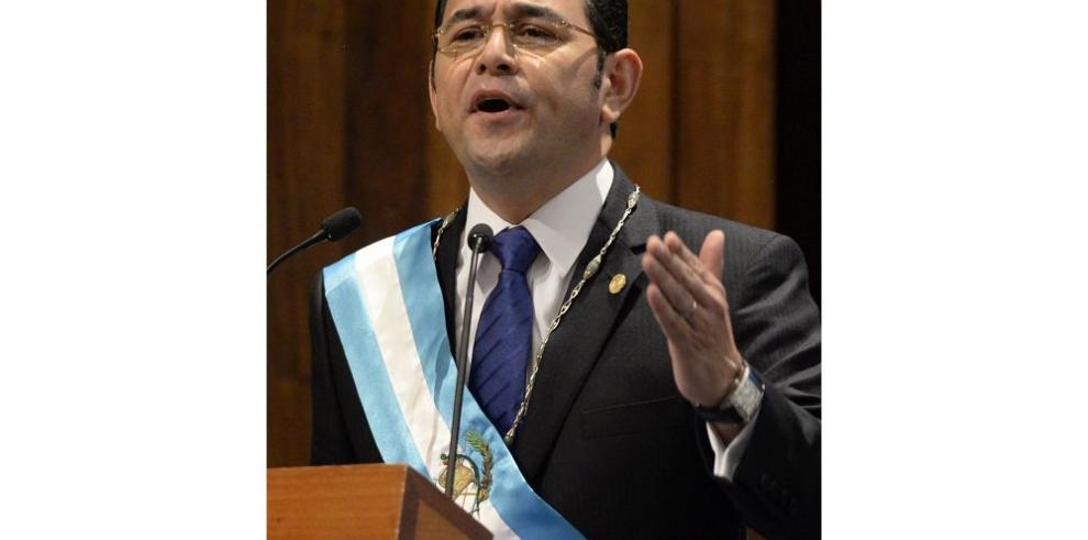 Guatemala estudia subirle la remuneración a los policías