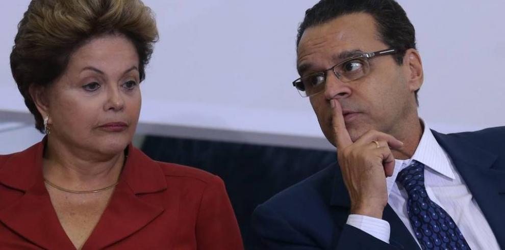 Ministro brasileño renuncia tras llamado de romper con Rousseff