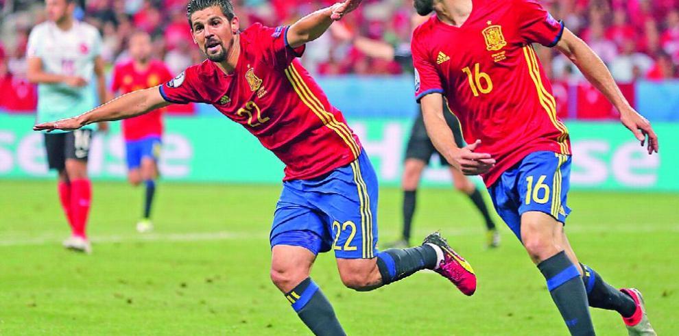 España, con algunas bajas recibe a la débil Macedonia