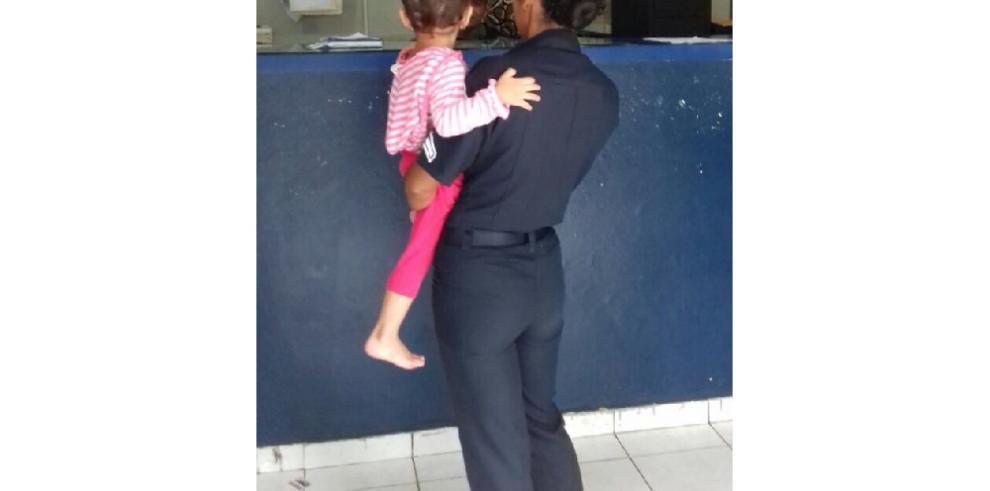 Policía encuentra a niña deambulando por Bugaba
