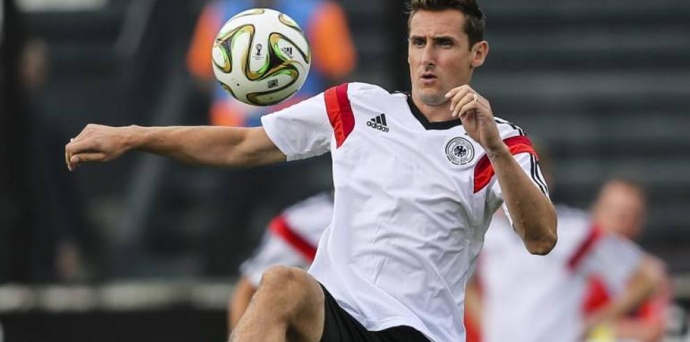 Miroslav Klose, máximo goleador de los Mundiales se retira del fútbol