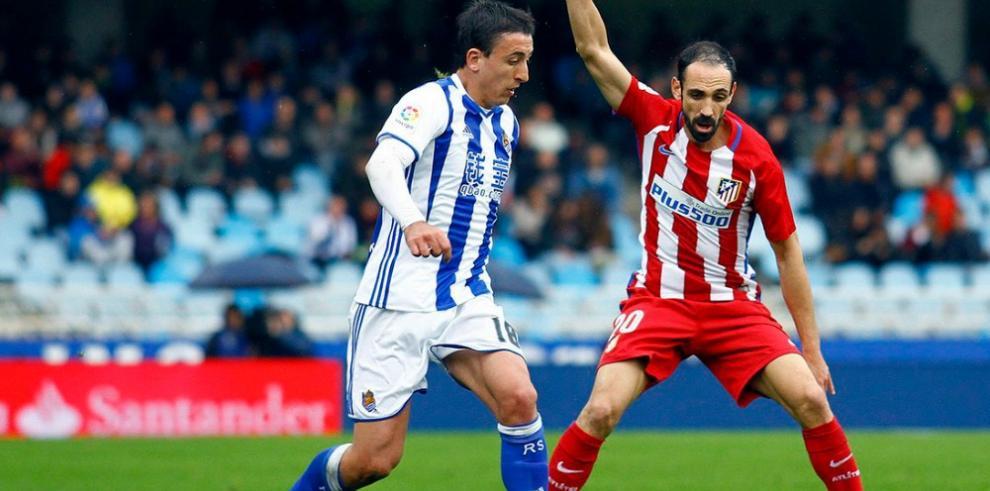 La Real va en serio y gana al Atlético con goles de penalti