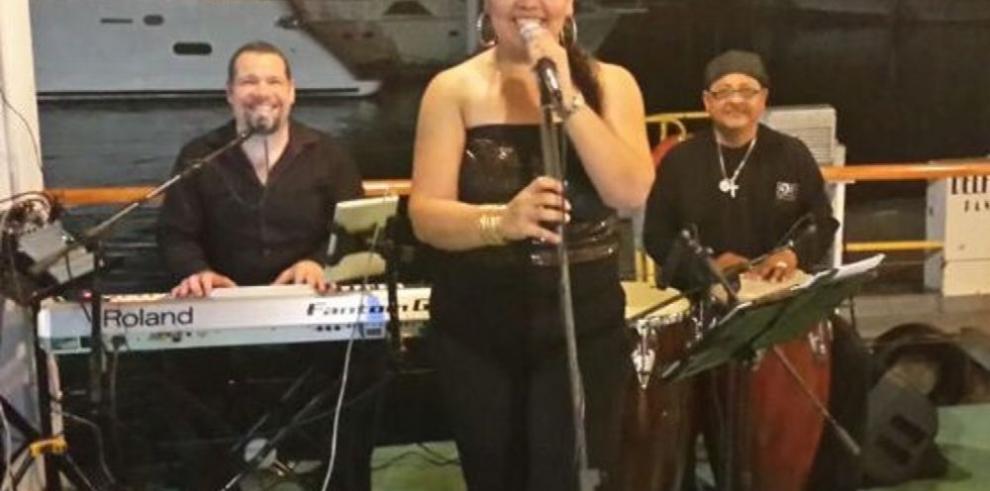 Agrupación debuta con música retro