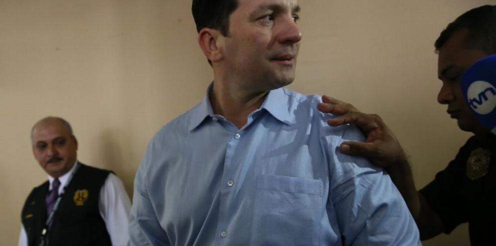 Exministro Ferrufino y su esposa van a juicio