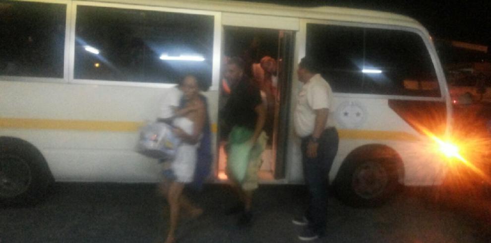 Trasladan a más de 200 cubanos a hoteles en David