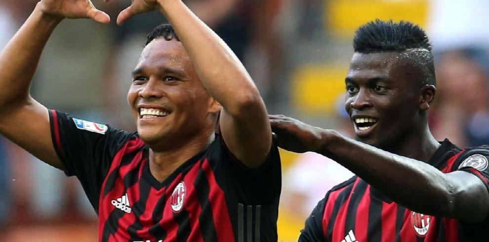 Milan gana con tres goles de Bacca