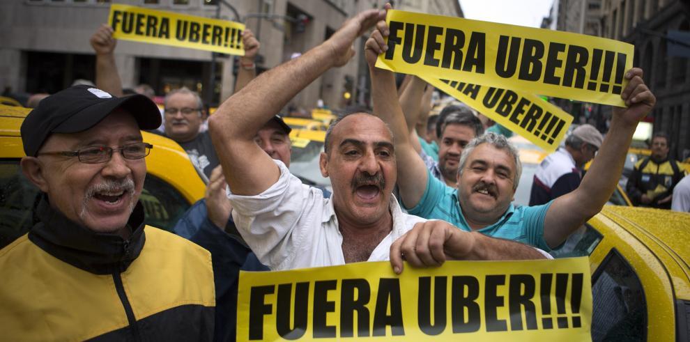 Taxistas bloquean Buenos Aires en protesta contra Uber