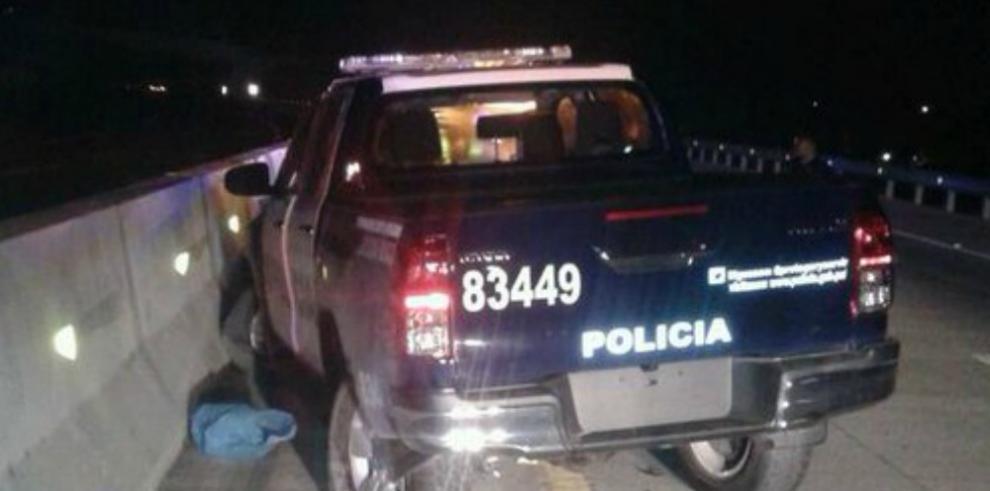 Muere sargento de la Policía en forcejeo con detenida