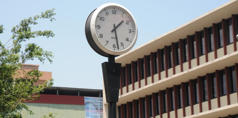 Venezuela adelanta media hora su reloj por severa crisis energética