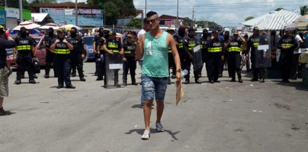 Policía de Costa Rica bloquea su frontera con Panamá