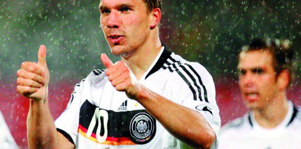 Podolski le dice adiós al fútbol activo