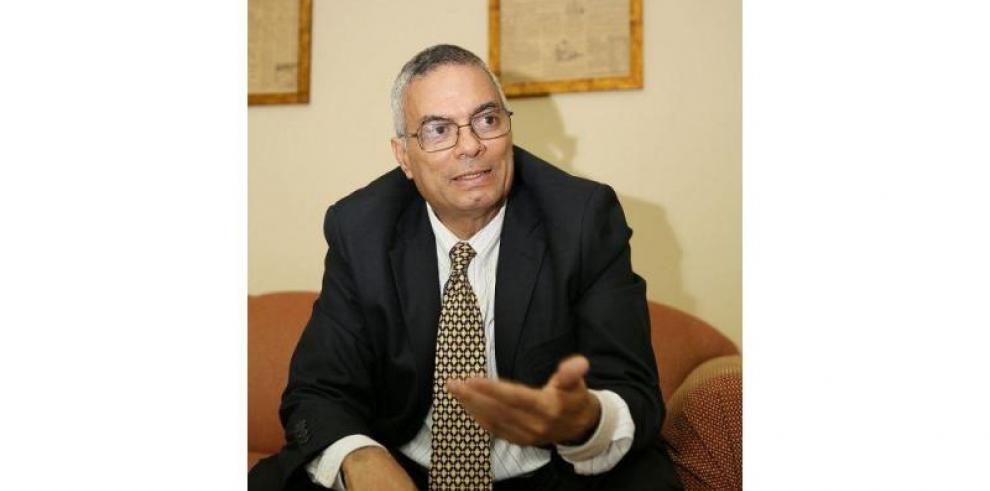 Escritor Rafael Ruiloba Caparroso recibió 'Premio Universidad 2016'