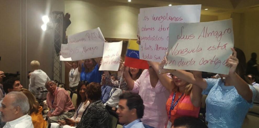 Almagro aboga por presos políticos en Venezuela