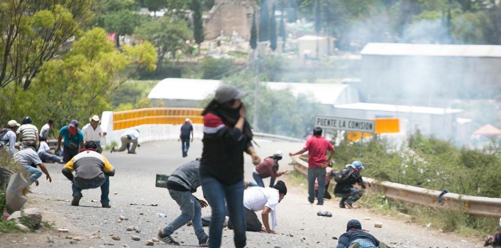 Al menos tres muertos en enfrentamientos entre en México