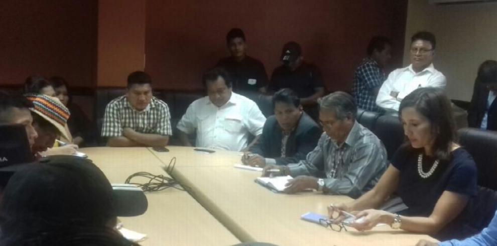 MiAmbiente coordina con indígenas titulación de tierras colectivas