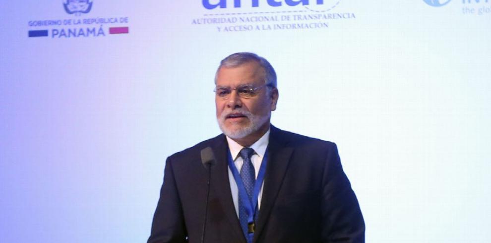 José Ugaz condena las sociedades anónimas