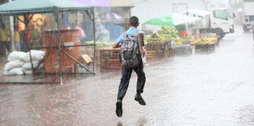 Lluvias capitalinas desafían a El Niño