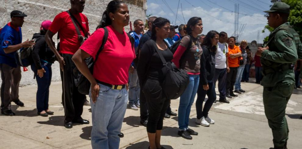 El 'levantamiento militar' está en el ambiente, Capriles
