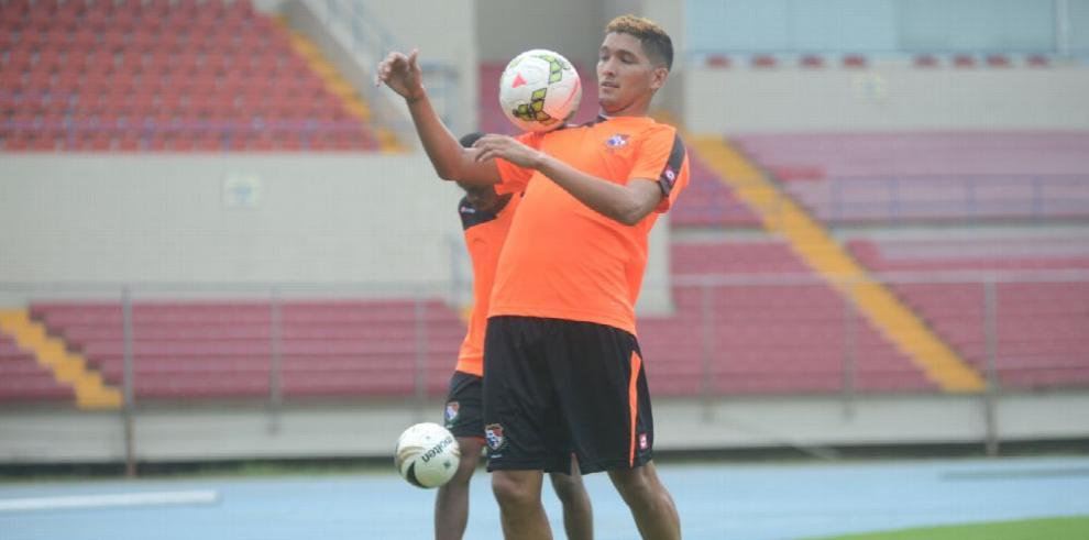 Edwin Aguilar firmó con el club La Guaira