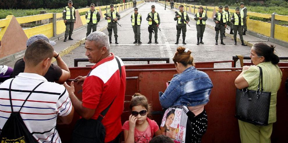 Holguín pide a Venezuela diálogo por cierre fronterizo