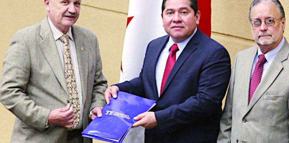 Reforma Electoral quedará para sesiones en julio, González
